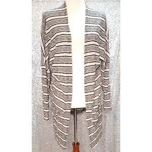Black and white cardigan with front pockets